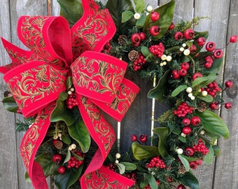 Christmas Wreath, Elegant Christmas Wreath With a Touch of Gold, Mistletoe, Red Berries, Elegant Bright Red Christmas Decor, Red Berries