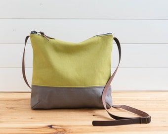 Canvas Cross body midi bag Olive