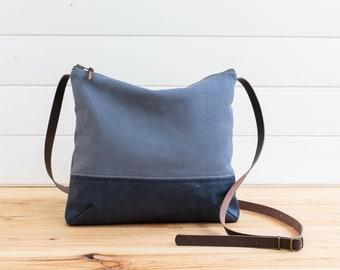 Canvas Cross body midi bag Blue