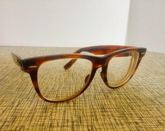 4420151b27a Genuine Ray-Ban Wayfarer II Sunglasses ~ Tortoise ~ In overall good  condition