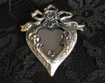 Beautiful Vintage Antiqued Silvertone Heart Shaped Frame Brooch