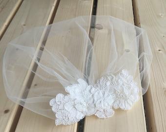 Ivory Birdcage Veil, Tulle Blusher Veil, Vintage Style Petite Veil Mini Illusion Tulle Veil with Lace Appliqué