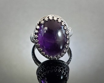 Size 7.75 Sterling Silver and Amethyst Floral Ring