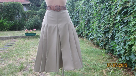 Womens Shorts / Beige Shorts / Pleated in Front  S