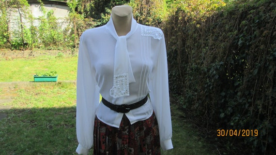 Womens Blouse  Blouse Vintage  Buttoned Blouse  Black Blouse  Size EUR40  UK12  Nice Collar with Beads