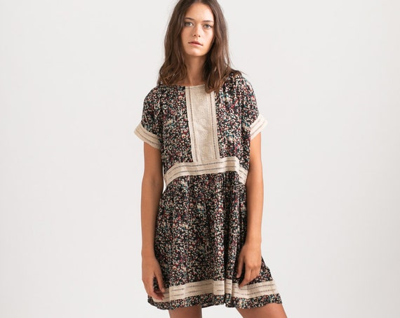Vintage Look printed Midi Eyelet Trim Summer Dress, Black.