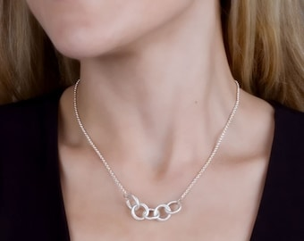 Silver Linked Circle Necklace; Family Necklace; Silver Jewelry; Mother Daughter Jewelry; Gift For Mom;5 Linked Circle Mother Necklace;Dainty