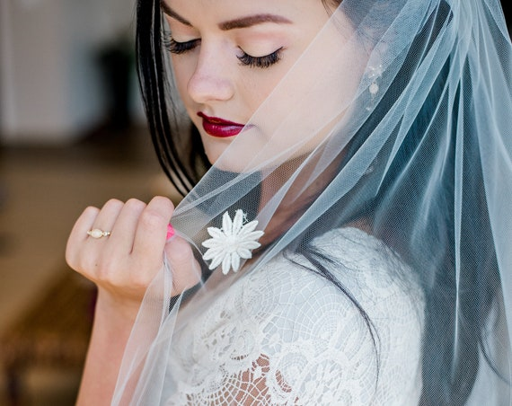 Wedding Veil, Bridal Veil, Floral Bridal Veil, Single Tier Viel, Ivory Veil, Long Veil, Nature Inspired Veil, Floral Veil, Flower Veil DAISY