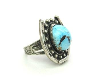 Turquoise Horseshoe Ring Southwestern Sterling Silver Large Gemstone Navajo Style Stamped Arrowhead Shaman Eye Vintage 1970s Western Jewelry