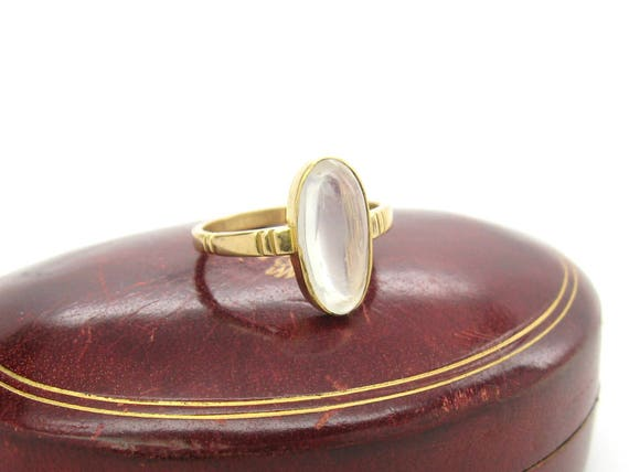 Vintage Moonstone 18K Gold Art Deco British Ring