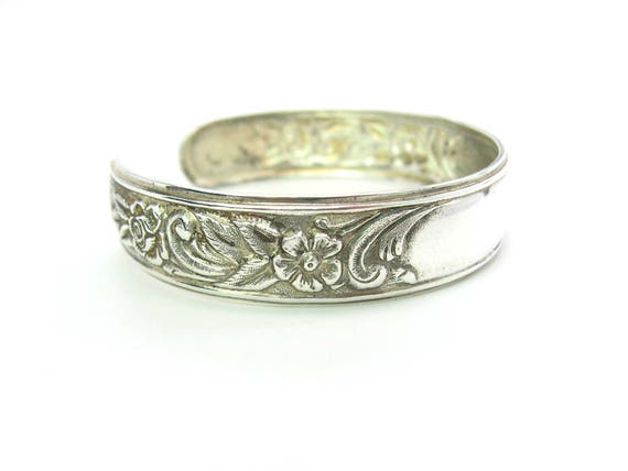 S Kirk & Son Sterling Silver Repousse Floral Bracelet. Narrow,Monogram Ready. Vintage 1960s Jewelry 20.6g