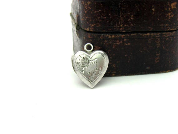 Vintage Small Victorian Style Engraved Puffy Heart Photo Locket