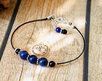 Bracelet pierre de lapis lazuli naturel 6mm et onyx noir 4mm sur cordon coton ciré noir 1mm, plaqué argent / Blue lapis lazuli bracelet