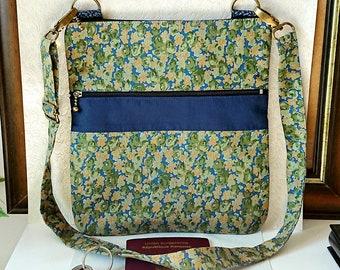 Sac à main / épaule tissu coton floral bleu / vert / ocre, 23 x 21,5 cm, triple ouverture zippées, sangle ajustable / Flowers fabric handbag