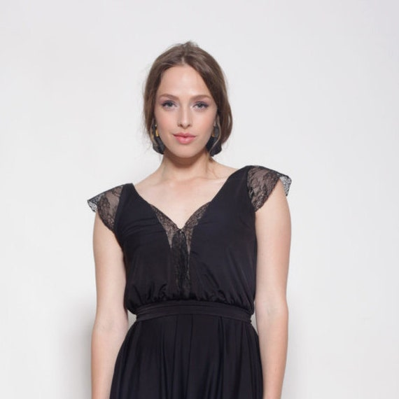 Schwarzes Kleid Knielang Spitze Ausschnitt Und Armeln Glocke Etsy