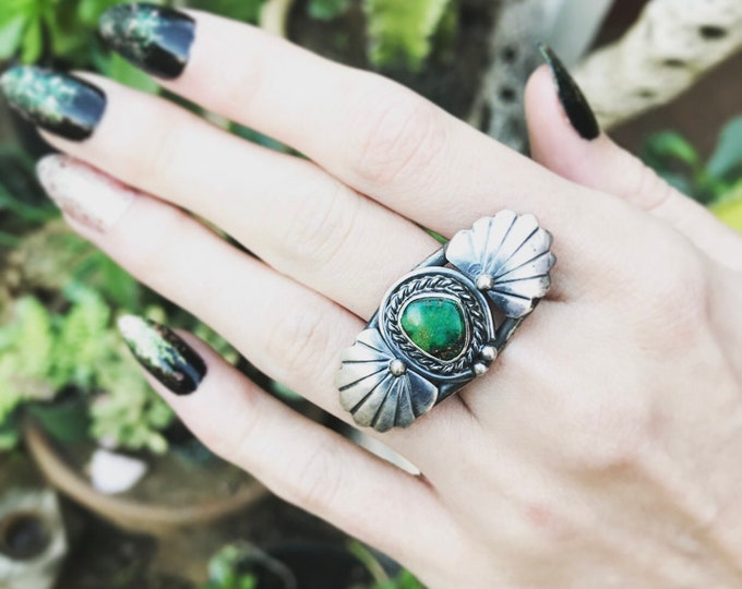 Loose Ends - Turquoise Seashell Ring sz 6