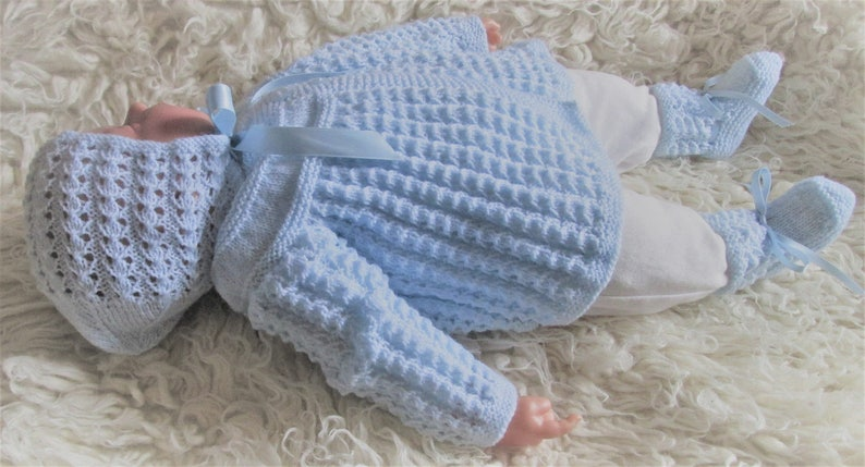 Newborn baby/'s infant girls boys traditional handknitted blue lacy lace matinee jacket and bonnet with booties pram outfit set
