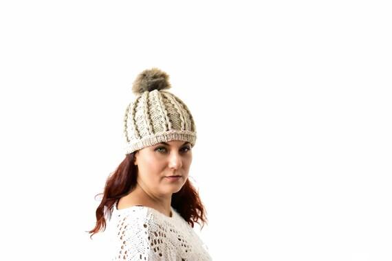Berretto in maglia pom pom intrecciato berretto con pompon  d5b57fb484e3