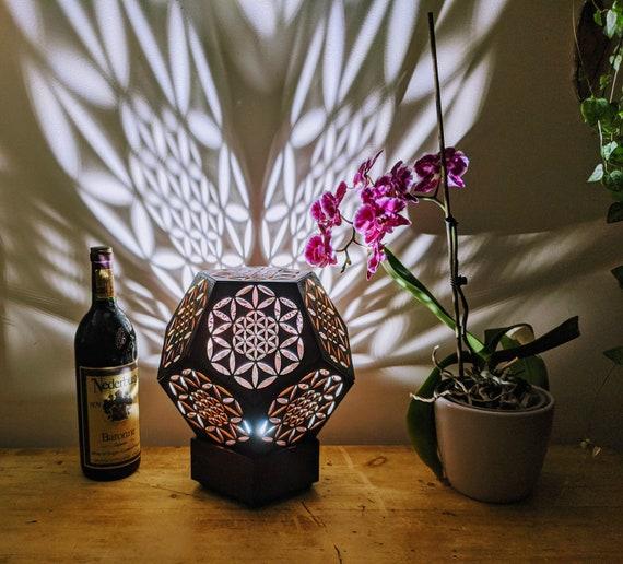 Fleur de vie. Lampe en bois. Éclairage à faible consommation d'énergie. Lampe de chevet.Maroc. Lampe de bureau. Éclairage naturel. Dodécaèdre.