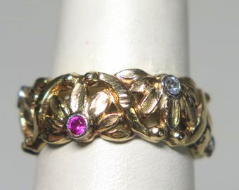 Fascinating 10K Flower Band With Stones