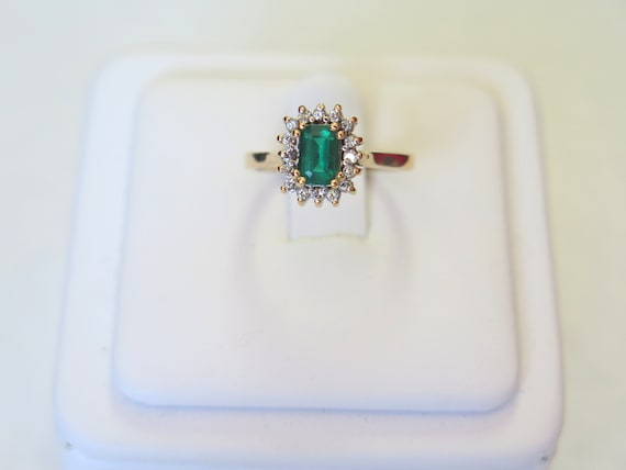 Green Emerald Ring in 14k Gold