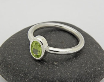 Peridot ring in silver 925
