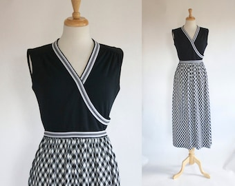 60s Dress / 70s Dress / Vintage Dress / 60s Maxi Dress / Polyester Knit / Maxi Dress / Black and White / Sleeveless Dress / Boho / Small