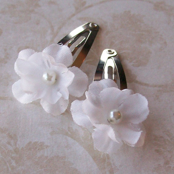 Small white flower hair clips set of 2 for brides etsy image 0 mightylinksfo