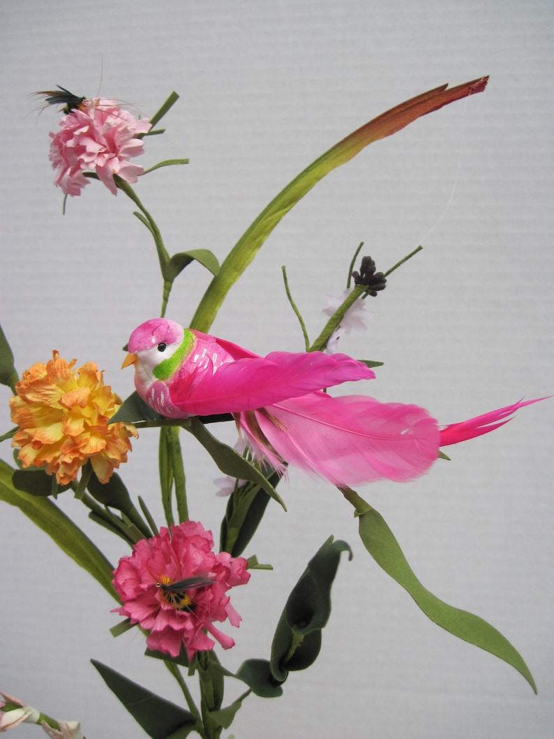 Lady Family Pink Feather Bird with Nest Mini Bees /& Flowers Eggs