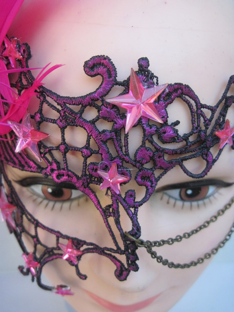 Hot Pink Lace Mask with Stars Eye Chains /& Hot Pink Spiky Feathers