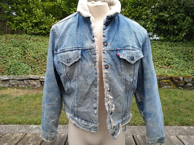d42e33e1b Levis vintage Sherpa lined Jean Jacket 70s Trucker denim distressed worn  size 46 1970s made in USA LA Fashion faded frayed boho rocker