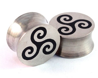 "Triskele Surgical Steel Plugs - 0g 00g 7/16"" (11mm) 1/2"" (13mm) 9/16"" (14mm) 5/8"" (16 mm) Celtic Solid Metal Ear Gauges"