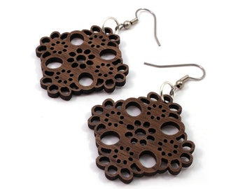 Sustainable Wooden Earrings - Lace - in Walnut