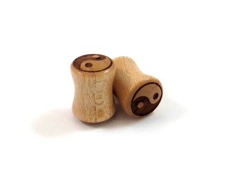 "Yin Yang Symbol Maple Wooden Plugs PAIR 2g 0g 8mm 00g 9mm 10mm 7/16"" 11mm 1/2"" 9/16"" 5/8"" 16mm 3/4"" 19mm 7/8"" 22mm 1"" and up Wood Ear Gauges"