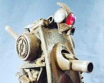 Assemblage Valerobot armored desert droid