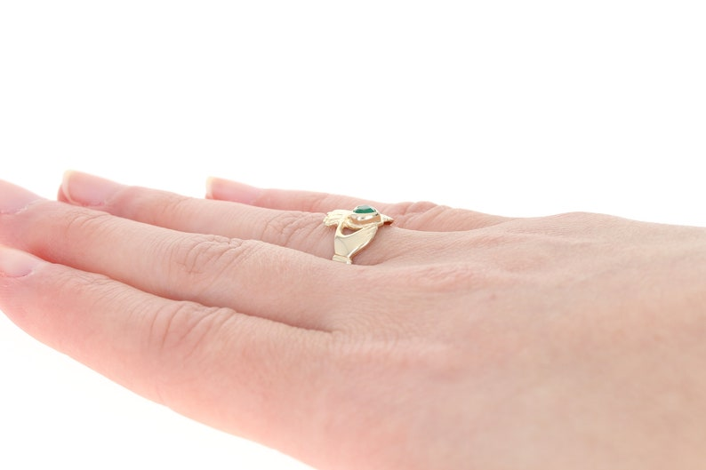 14k Gold Friendship Love Marriage Green Chalcedony-Accented Irish Claddagh Ring