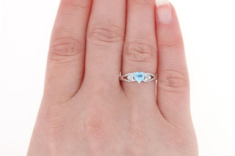Blue Topaz /& Cubic Zirconia Ring 10k White Gold Heart Women/'s Size 7