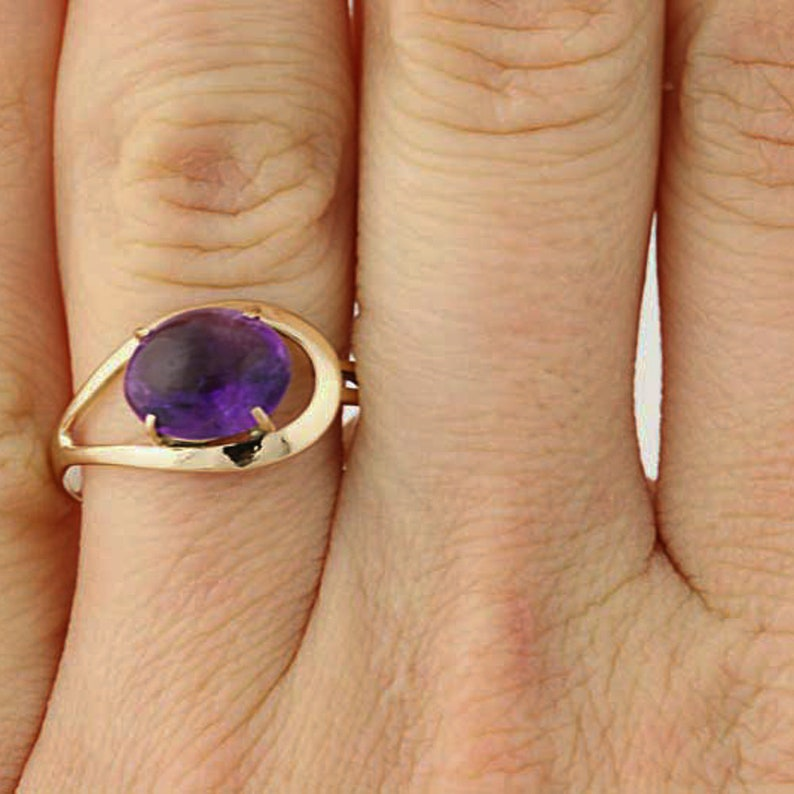 14k Yellow Gold Solitaire 1.80ct Oval Cabochon Cut Amethyst Ring