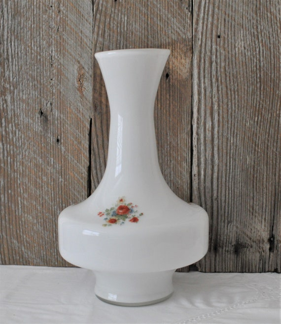 Milk Glass Tall Vase Flowers Display Floral Wedding Mother S Day Painted Modern Center Piece Art Collectible White Glass Shabby