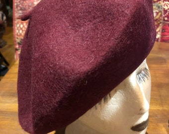 aab696c4d4728 Vintage burgundy wool felt 10 in beret hat