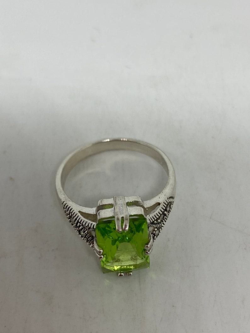 Vintage Green Crystal Setting 925 Sterling Silver Marcasite Gothic Ring Size 9