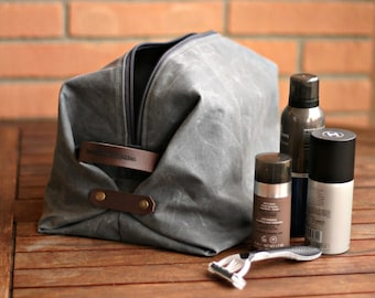 Waxed canvas toiletry bag, mens toilety bag, travel case, gift for boyfriend, gift for husband, waxed canvas dopp kit, man's bag