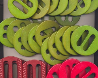 Antique Vintage  Czechoslovakia Wood Buckle Lot of 30 - Green, Red, Rust - Old Unused Store  Stock