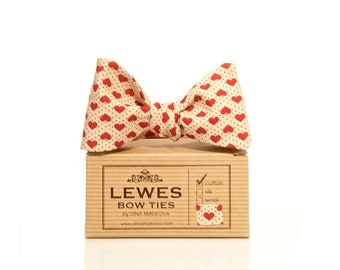Red hearts ivory self tie bow tie
