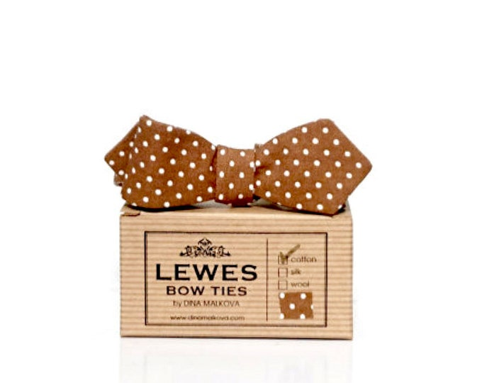 Skinny self-tie bow tie with diamond points made from vintage mini polka dot cotton and inspired by 50s patterns.