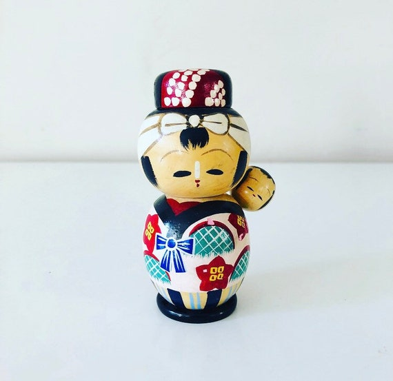 Vintage Kokeshi Doll Salt and Pepper Shakers Made in Japan Hand Painted Mom and Baby Wooden Japanese Doll Shaker