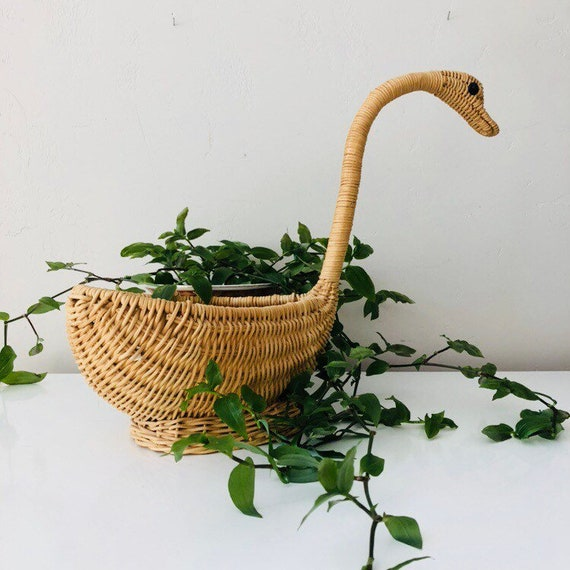 Vintage Wicker Swan Basket Beige Woven Wicker Bird Decor Swan Shaped Plant Basket Boho Decor