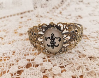 Fleu-de-lis filigree bangle  bracket #7