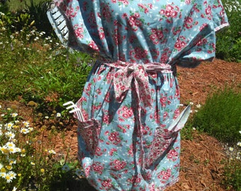 """Blue and pink floral 1930 reproduction printed """"mama""""apron tunic"""