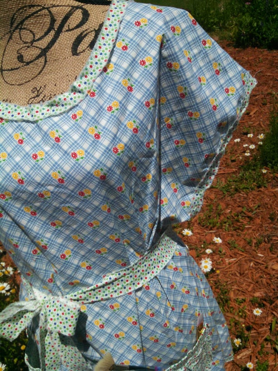 "Blue ditzy 1930 reproduction printed ""mama""apron tunic"